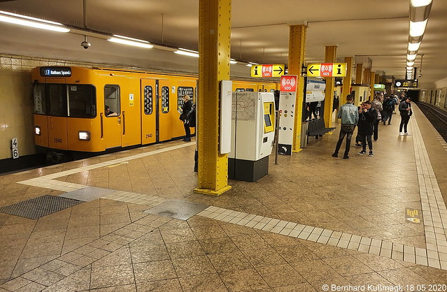 Europa, Deutschland, Berlin, Neukölln, U-Bahnhof Neukölln, U-Bahn-Linie U7