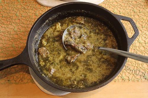 Khoresht-e Rivas = persischer Rindfleischtopf mit Rhabarber