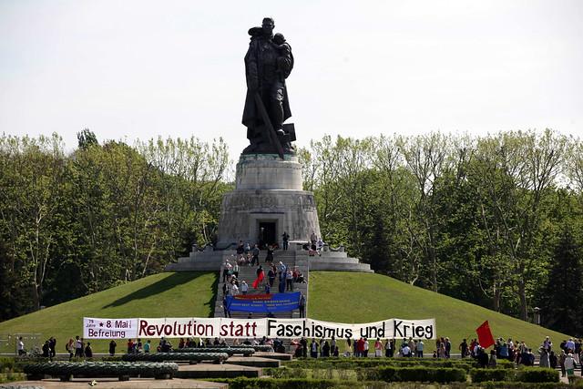 Demo am 8. Mai - Tag der Befreiung im Treptower Park