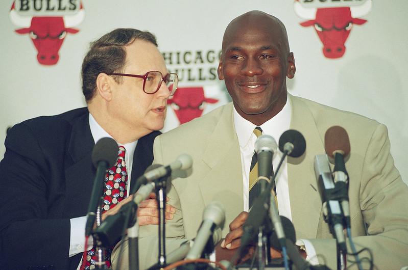 1993年的Michael Jordan(右)與Jerry Reinsdorf(左)。(達志影像資料照)