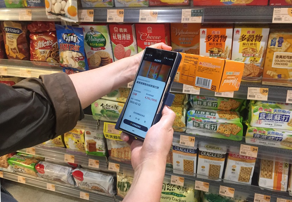 「掃了再買」掃描商品條碼,即可顯示廠商污染紀錄,與最新被罰時間。攝影:曾虹文