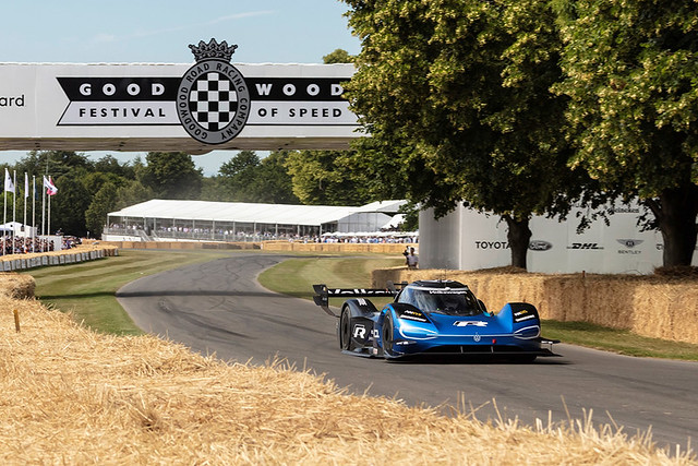 Faster than Formula 1: New record for the Volkswagen ID.R in Goodwood