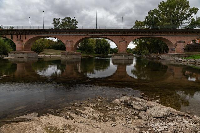 le pont et son reflet