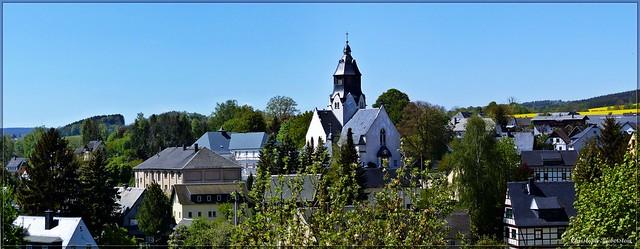 Wiesa mit der St. Trinitatis-Kirche