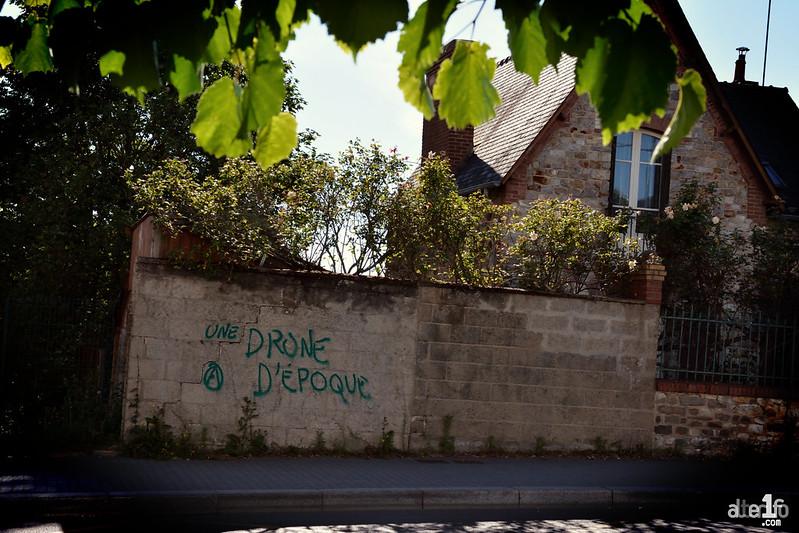 « On vit une drone d'époque... »