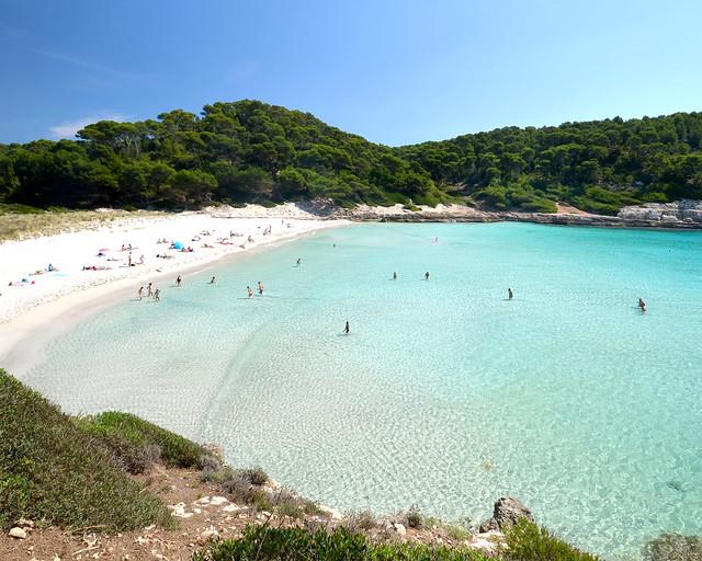 Cala de Trebaluger en Menorca, de los sitios más bonitos donde ir de vacaciones en España