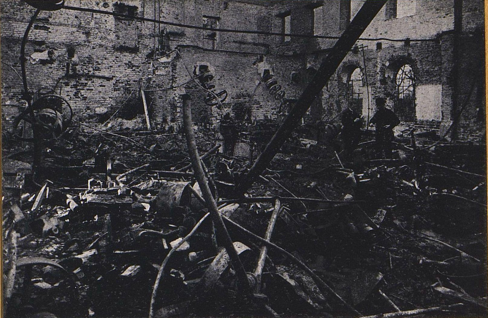 41. Внутренний вид карандашной фабрики Маевского в Прушкове после немецкой бомбардировки