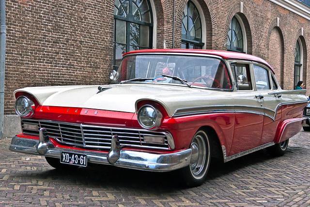 Ford Custom 300 Forder Sedan 1957 (8007)