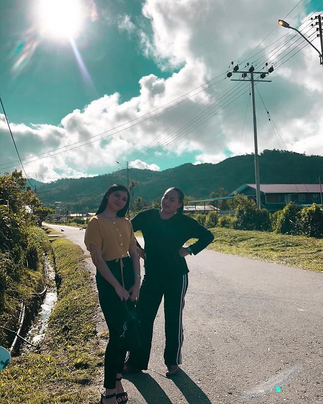 Ninavou dan Hosana dalam telemovie Tangkong