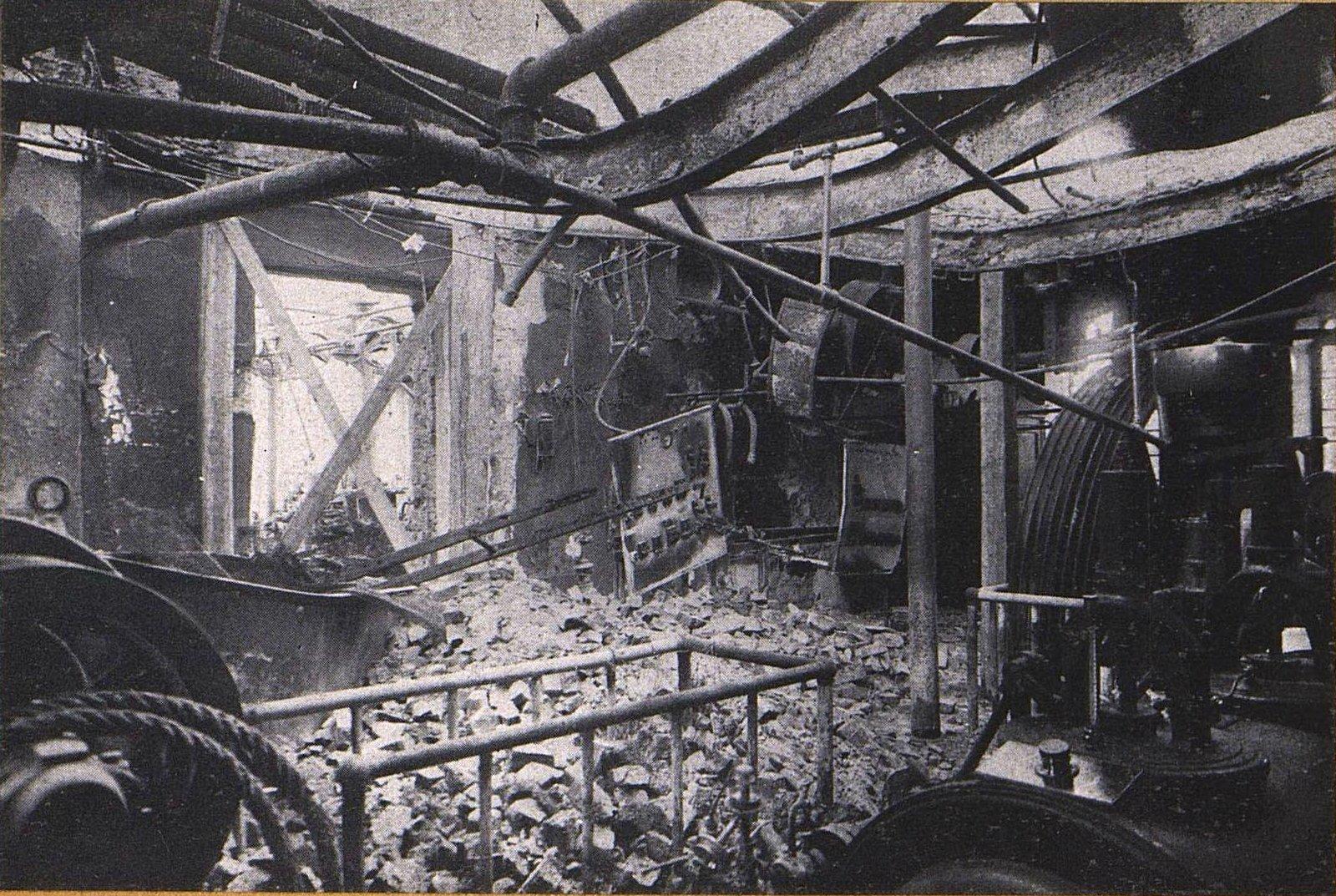 42. Внутренний вид карандашной фабрики Маевского в Прушкове после немецкой бомбардировки
