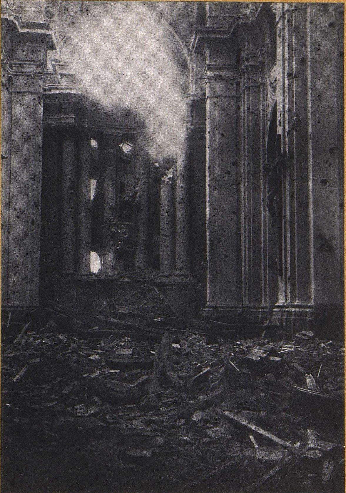 33. Внутренний вид костёла в Рокитне под Варшавой