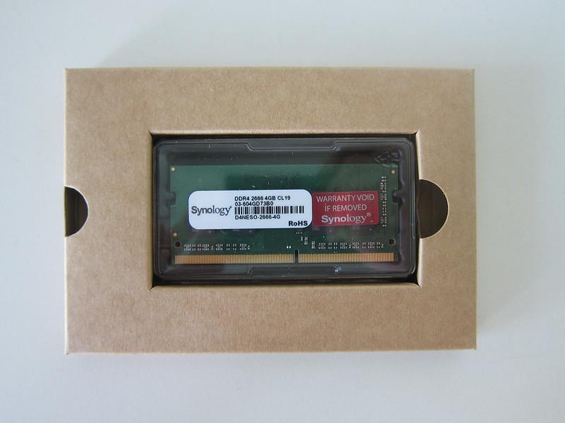 Synology RAM D4NESO-2666-4G - Box Open