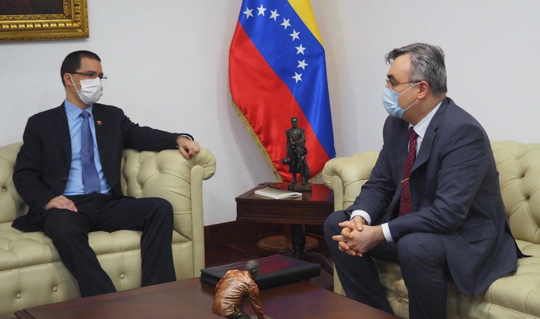 Ministro Arreaza sostiene encuentro con embajador de Rusia Sergey Melik-Bagdasarov