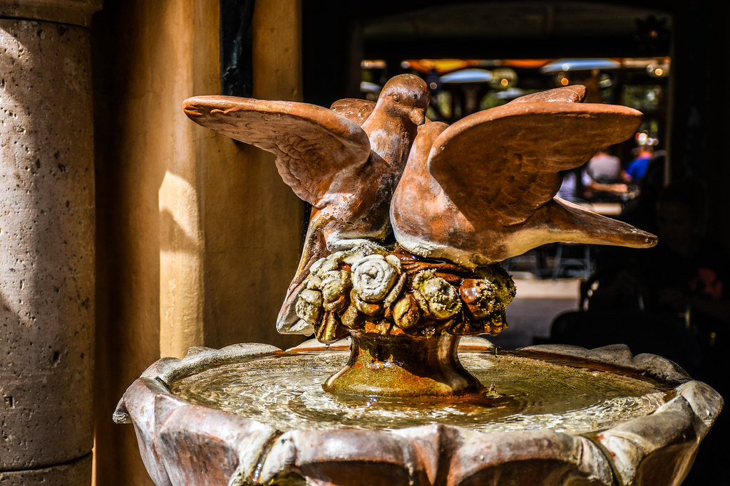 Bird fountain Rancho del Zocalo DL