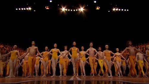 シンカ『ダンシング・ベートーヴェン』© Fondation Maurice Bejart, 2015 / © Fondation Bejart Ballet Lausanne, 2015