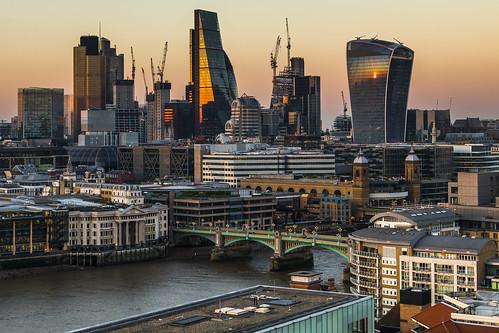 london londoncity sunset riverthames uk skyscraper walkietalkie thecheesegrater leadenhallbuilding tower42 southwarkbridge cannonstreetstation monument canon 80d sigma 1750mm