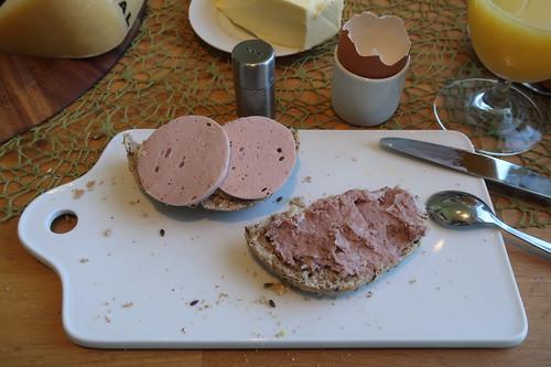 Fleischwurst und Grobe Leberwurst auf auf Urkornweckerl
