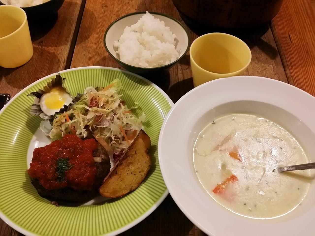 こもれび山荘の夕食(ハンバーグ)