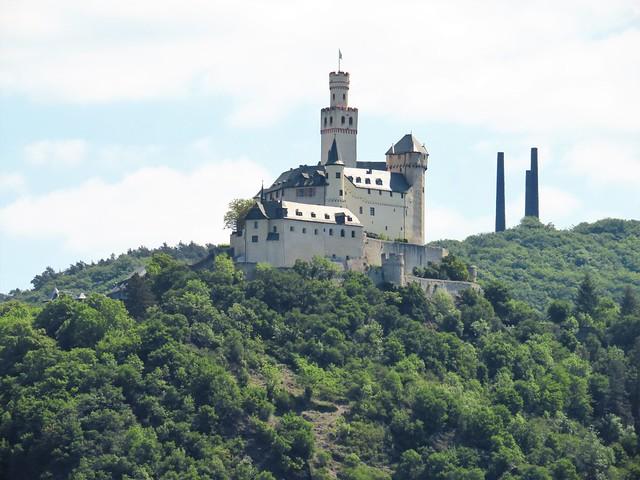 Blick auf die Marksburg auf der anderen Rheinseite