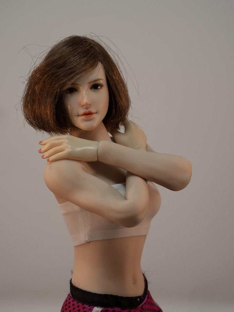 Phicen Female Posing Guide 49919463823_d14072f7ca_b