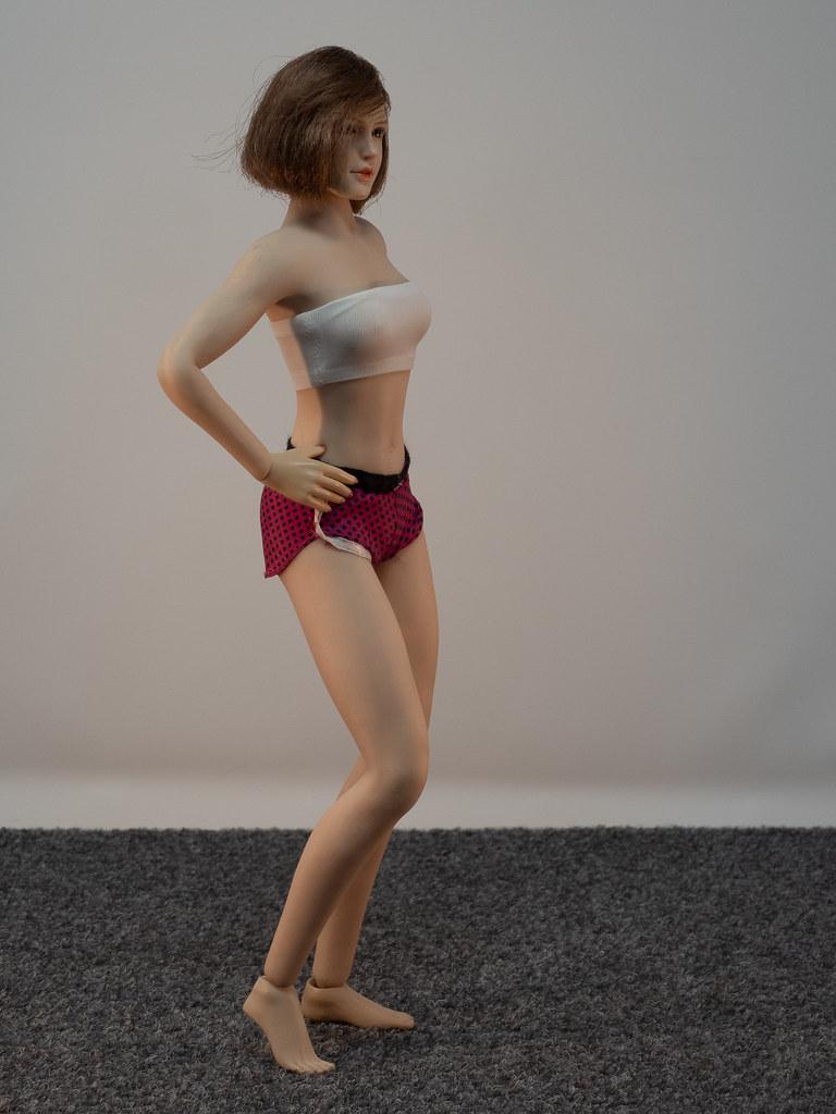 Phicen Female Posing Guide 49919464048_860baef2fa_b