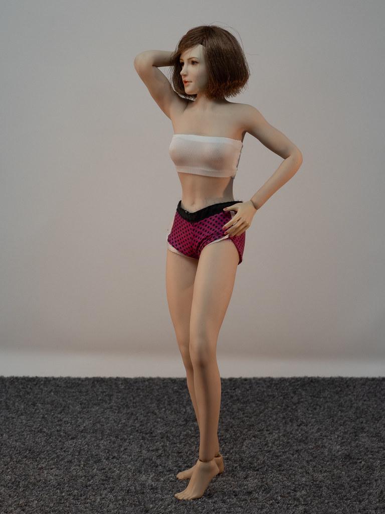 Phicen Female Posing Guide 49919464368_b10de72dd5_b