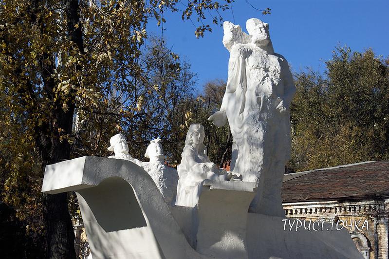 Памятник Разин с дружиной в Ростове-на-Дону
