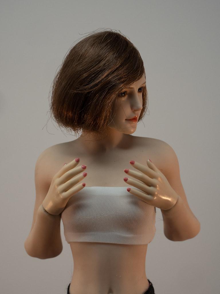 Phicen Female Posing Guide 49919979876_2db8e619a9_b