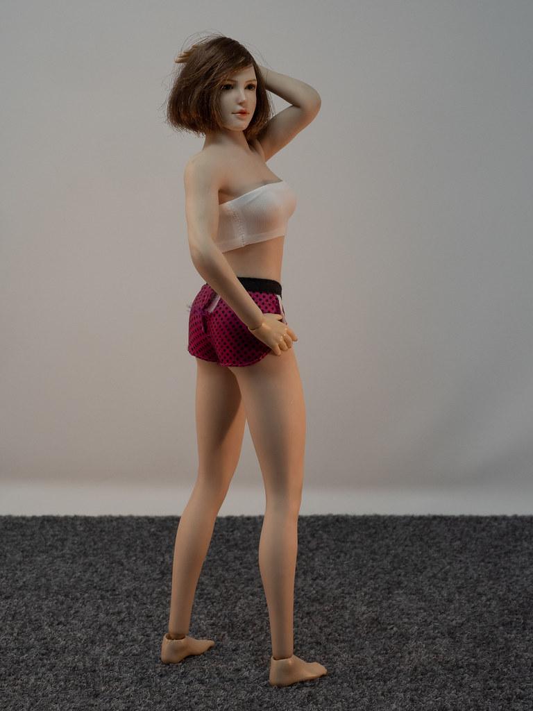 Phicen Female Posing Guide 49919980636_0a2639eb73_b