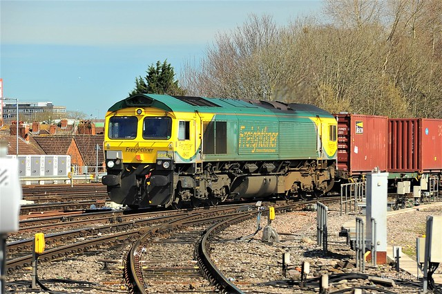 66420 Appoaches Bristol Temple Meads with a Felixstowe FTL to Bristol FTL on the 29 January 2019.