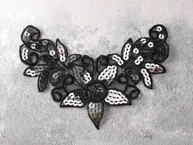 Vintage sequinned appliqué v-shaped patch with flower – black / silver