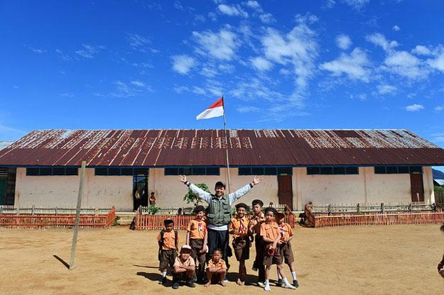 anak-sekolah-SD-dengan-jalan-kaki