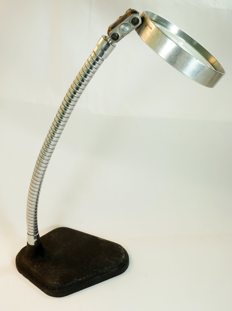 RD28937 Vintage Magnifying Glass Cast Iron Stand Gooseneck Jeweler Steampunk Made in USA DSC05130