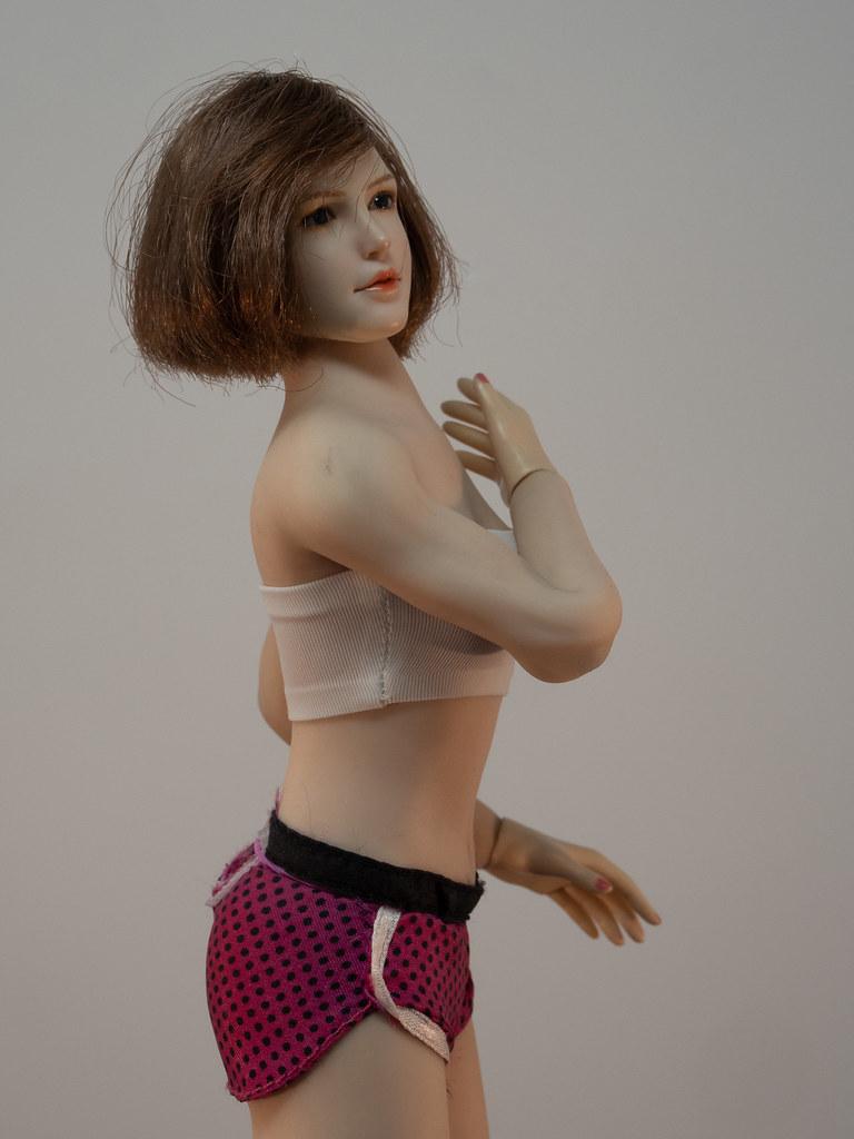Phicen Female Posing Guide 49920277922_022725f54a_b