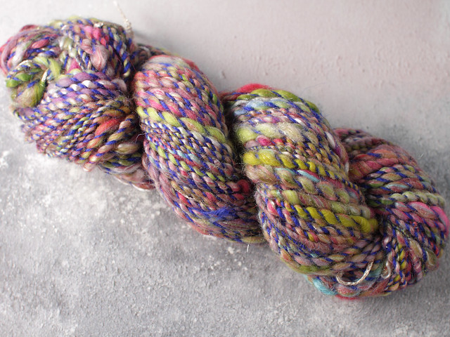 Handspun chunky / bulky thick-and-thin art yarn with coils 70g – multicolour/blue