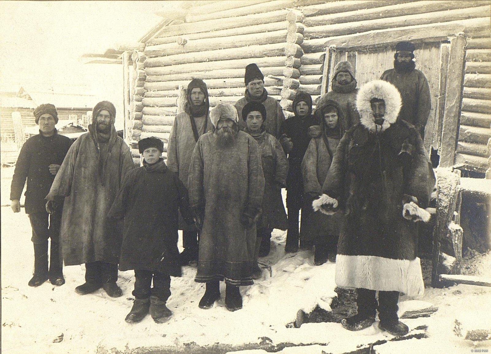 Группа крестьян.