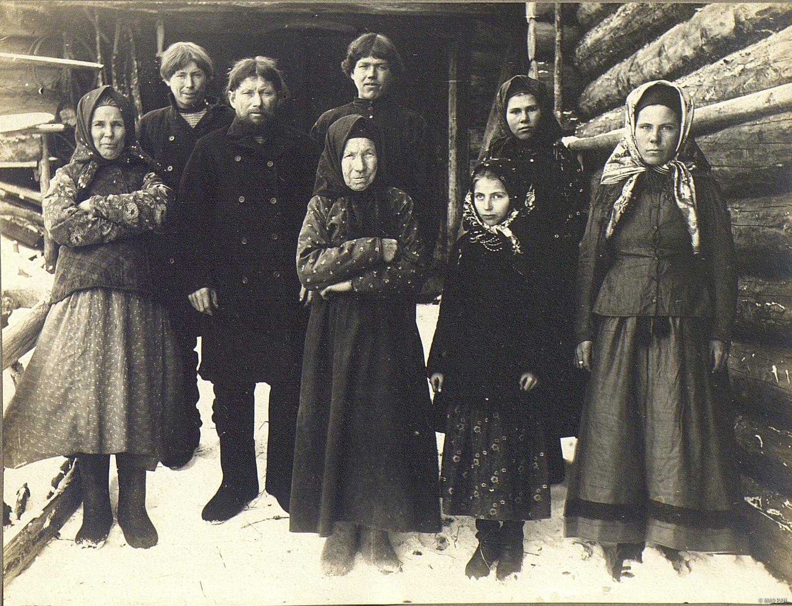 Группа крестьян и крестьянок