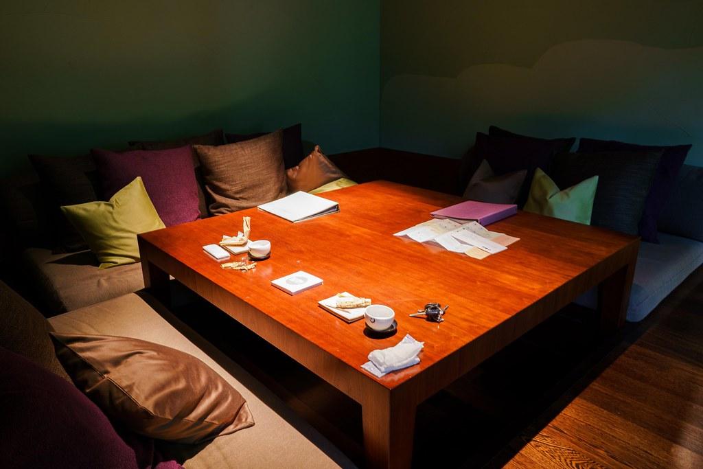 山路地の部屋 リビングのソファ