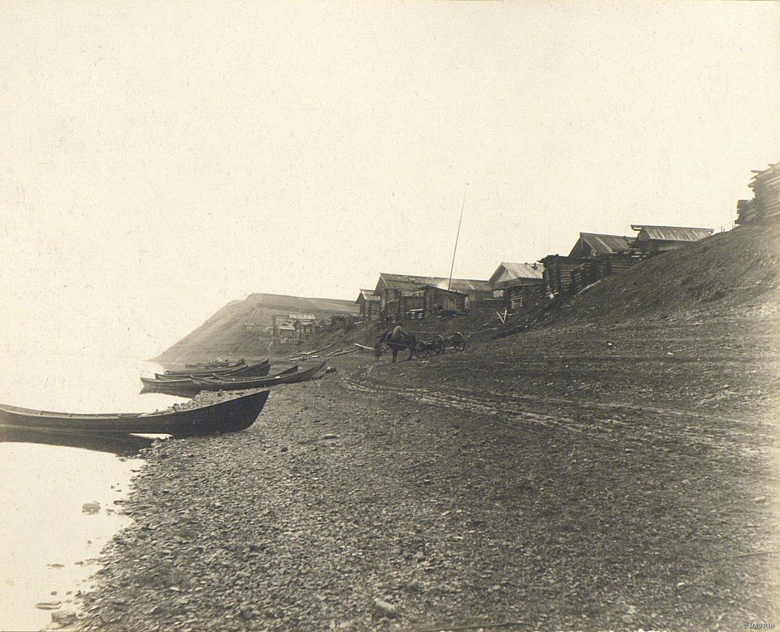 Деревенские лодки на берегу