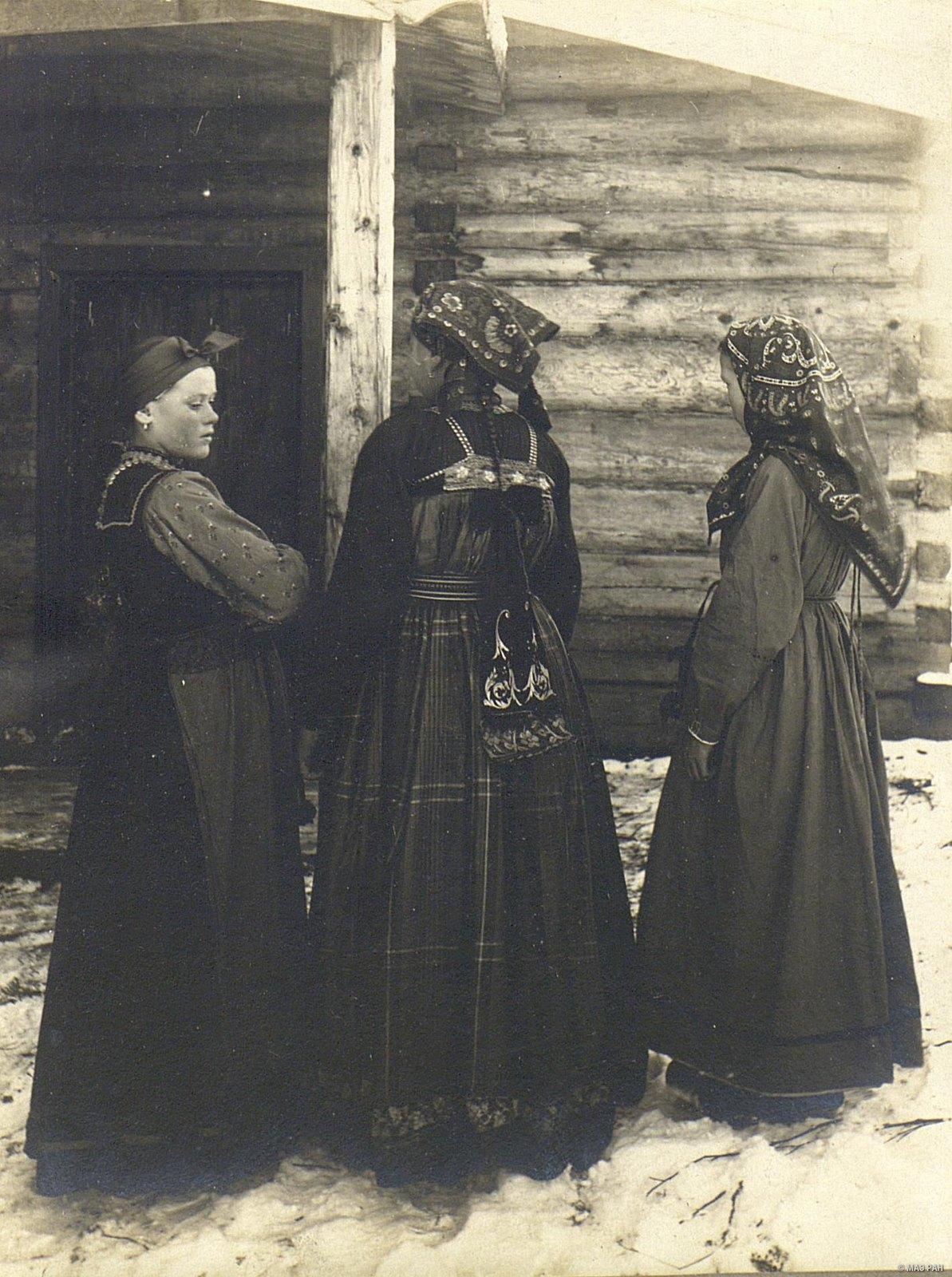 Девушки в воскресных нарядах