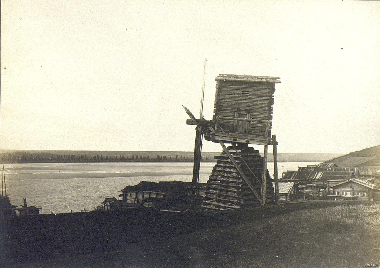 Ветряная мельница на полях