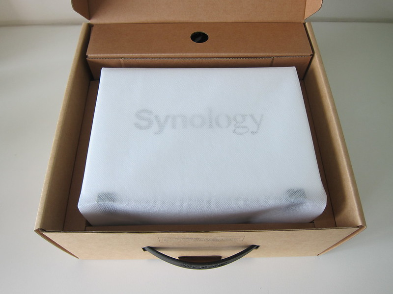 Synology DiskStation DS220j - Box Open