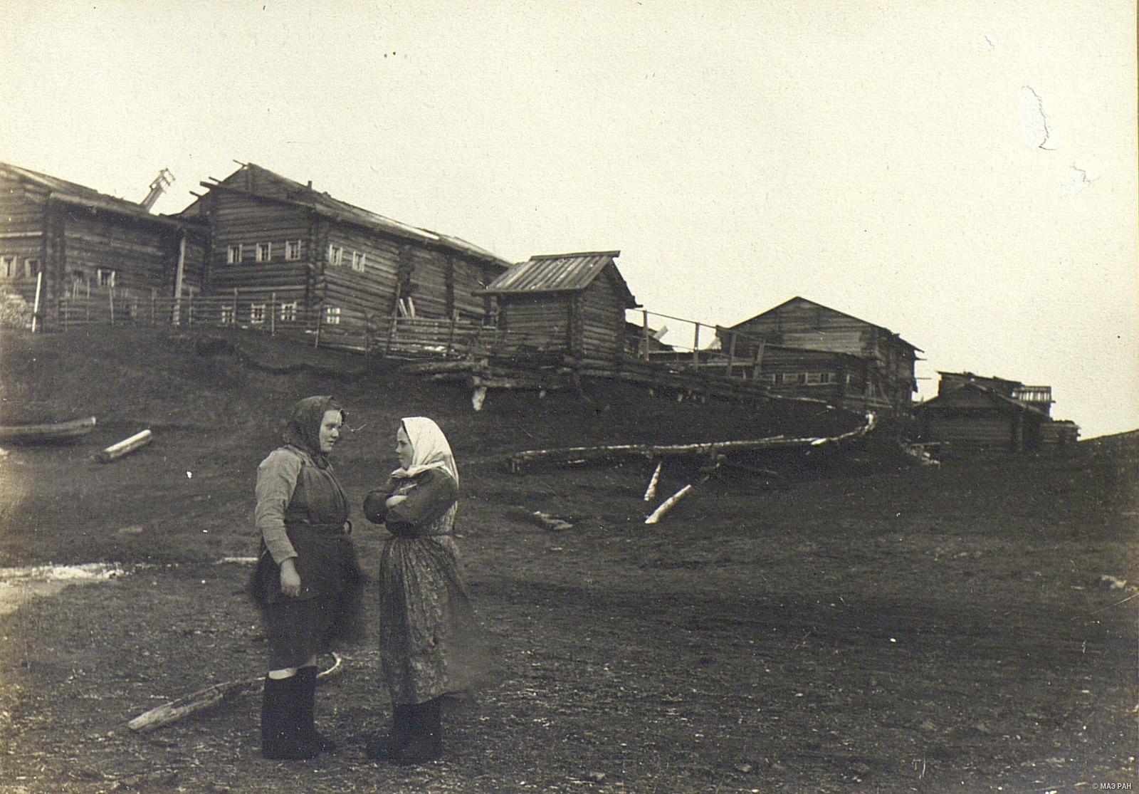 Мезень. Вид на постройки с берега