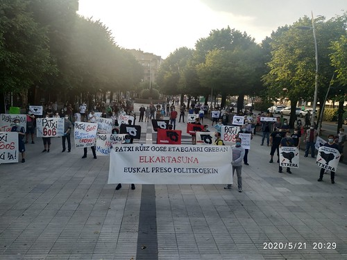 Patxi Ruiz euskal presoari elakartasuna adierazi diote