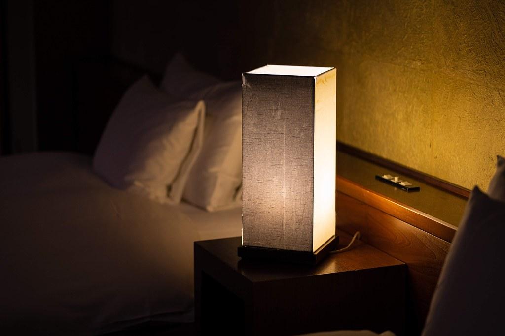 山路地の部屋 ベッドルームの灯り
