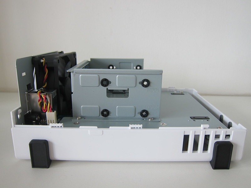 Synology DiskStation DS220j - Open - Drive Mounting Holes