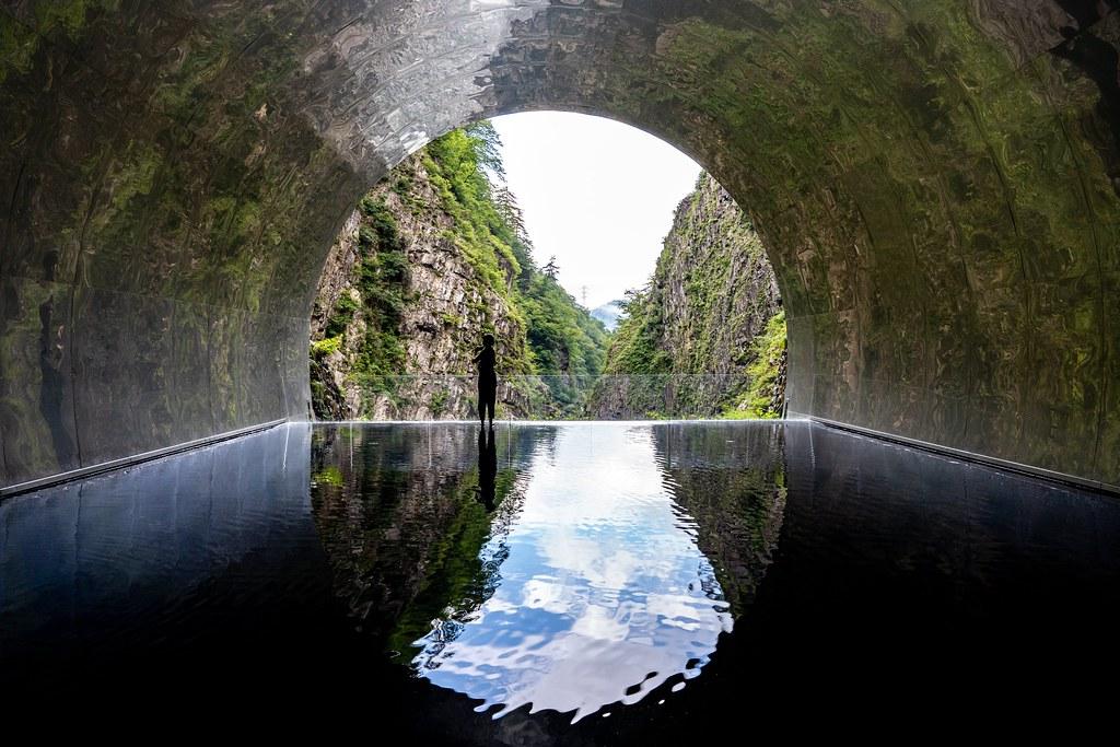 清津峡渓谷トンネルのパノラマステーションにある水鏡