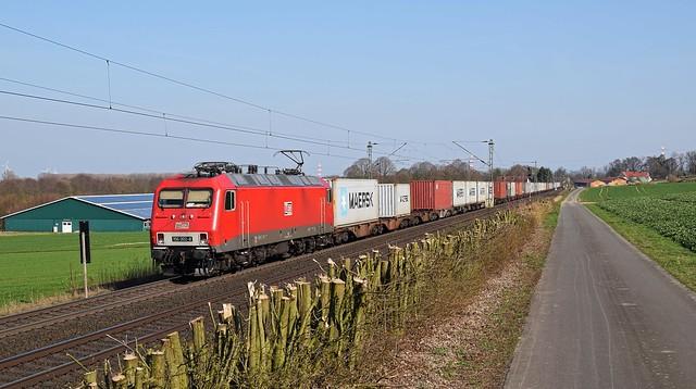 MEG 802 (156 002) mit Containerzug in Richtung Osnabrück (Bohmte, 28.03.17).