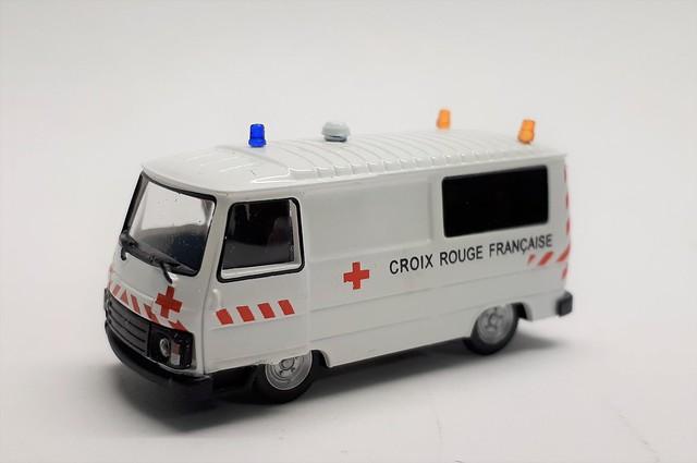 Peugeot J9 Croix Rouge
