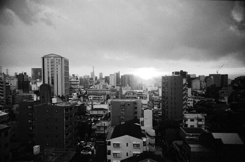 2020 film filmphotography buyfilmnotmegapixels rangefinder rf grain sunset nagoya japan leitz leica ic leicaicstandard nikkorw 28mm ltm screwmount kodak 400tx 5063 hc110 白黒フィルム 名古屋 ライカ